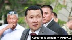 Адвокат Абзал Куспан (на переднем плане). Актау, 3 мая 2012 года.