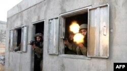 Реальные и мнимые перемирия не сказались на учебном процессе в израильской армии. Отработка навыков ведения боя в городских условиях на полигоне Цеелим