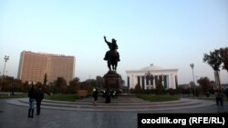 Сквер Амира Темура в Ташкенте.