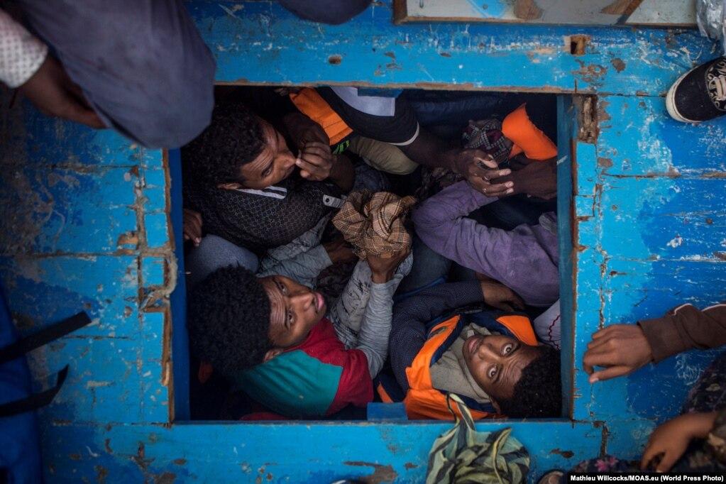Migrantët nga Eritrea në një anije druri, e cila ka bartur rreth 540 migrantë, shumica prej të cilëve nga Eritrea.