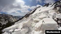 Як йдеться в повідомленні ДСНС, очікується значний (третій) рівень лавинної небезпеки у зв'язку зі снігопадами в горах