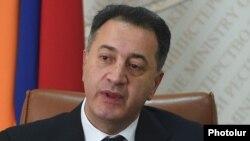 Министр экономики Армении Карен Чшмаритян (архив)