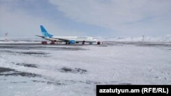 Ռուսական «Պոբեդա» ավիաընկերության օդանավը «Շիրակ» օդանավակայանում, Գյումրի, 15-ը դեկտեմբերի, 2016թ․