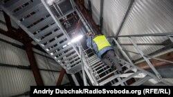 Майже стометровий підйом сходами під дах конфанменту