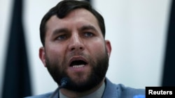 آرشیف، ضیاالحق امرخیل معاون کمیسیون برگزاری لویه جرگه مشورتی صلح در جریان یک کنفرانس خبری در کابل, June 23, 2014