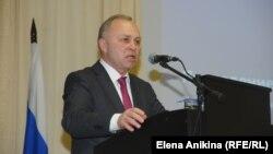 Исполняющий обязанности градоначальника Владимир Знатков