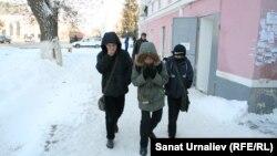 Школьники на улице Уральска. 15 декабря 2016 года.