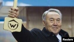 Президент Казахстана Нурсултан Назарбаев на церемонии открытия двух станций метрополитена. Алматы, 18 апреля 2015 года.