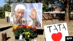 South Africans have been paying tribute to former President Nelson Mandela.
