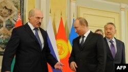 Ресей, Қазақстан және Беларусь президенттері Владимир Путин (ортада), Нұрсұлтан Назарбаев (оң жақта) және Александр Лукашенко. Астана, 29 мамыр 2013 жыл.