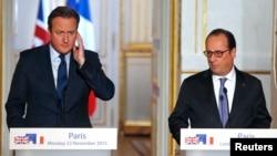 Президент Франции Франсуа Олланд и премьер-министр Великобритании Дэвид Кэмерон (слева). Париж, 23 ноября 2015 года.