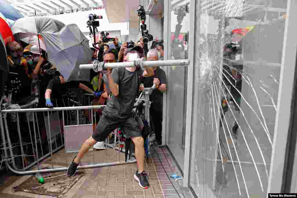 Protesters try to break into the Legislative Council building, where riot police are seen, during the anniversary of Hong Kong's handover to China in Hong Kong on July 1. (Reuters/Tyrone Siu)