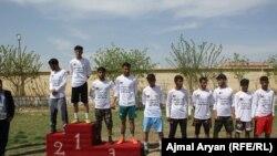 جوانانی که در مسابقه دوش کندز مقامهای اول، دوم و سوم را کسب کردهاند.