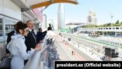Prezident İlham Əliyev və birinci ledi Mehriban Əliyeva Formula 1-in tribunasında (2017-ci il)