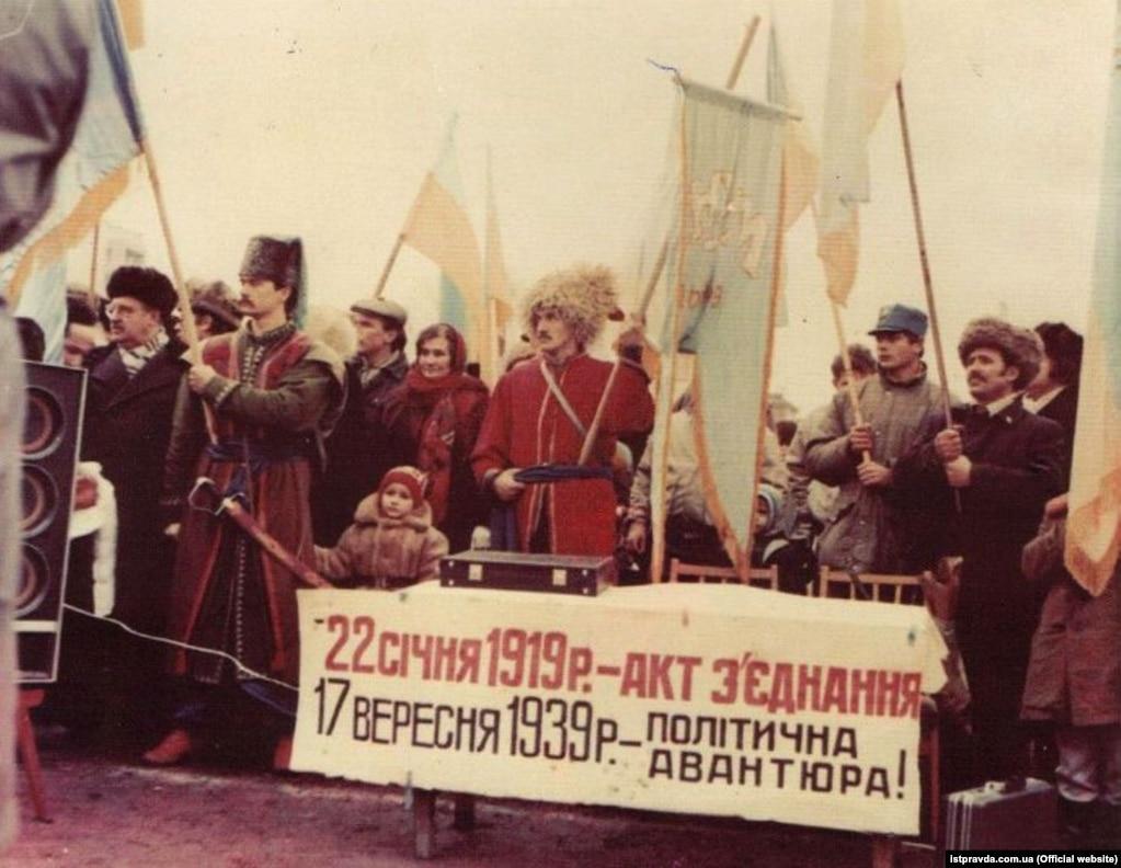 Під час мітингу на стадіоні «Спартак» у Житомирі у день проведення «Живого ланцюга»