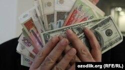 Тошкентлик иқтисодчи: Бош вазир ваъдаси бажарилмади - доллар нақд сотилмаяпти