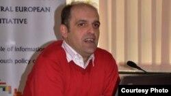 Зоран Илиески, Коалицијата на младински организации СЕГА.