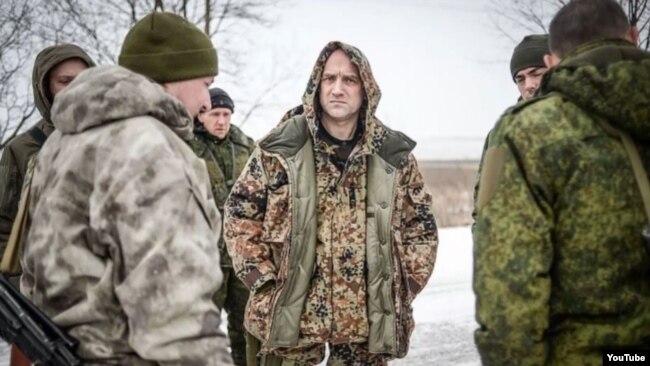 Захар Прилєпін поруч з іншими бойовиками угруповання «ЛДНР» на Донбасі