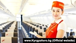 """""""Эйр Кыргызстандын"""" учагындагы стюардесса"""