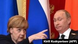 Немецкий канцлер Ангела Меркель на пресс конференции с президентом России Владимиром Путиным в Кремле, 10 мая 2015 года