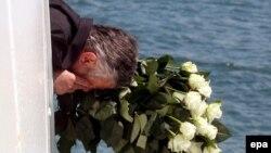 В эти дни на месте гибели парохода проходят траурные церемонии