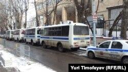Полиция у здания Пресненского суда, где выносят приговор Алексею Козлову