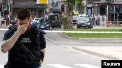 Un polițist la locul atacului de la Liege