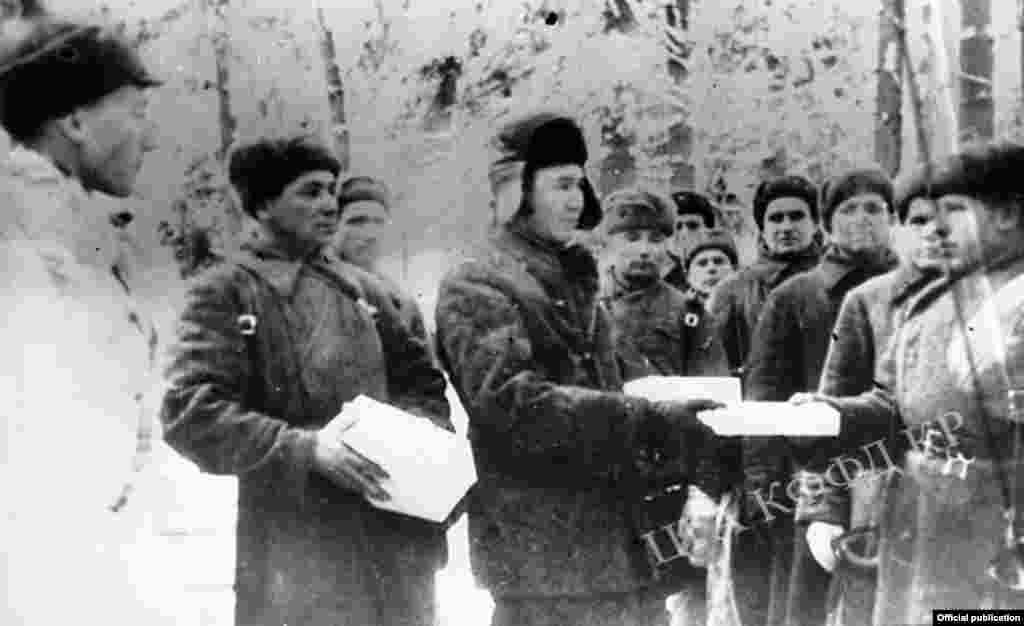 Церемония вручения подарков военнослужащим 8-ой Гвардейской дивизии имени Панфилова.