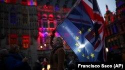 Piața principală din Bruxelles este luminată în culorile naționale ale Regatului Unit pentru a marca ultima sa zi în blocul comunitar