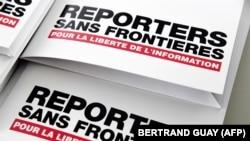 Релизы с логотипом международной организации «Репортеры без границ» (RSF).