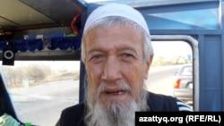 Меккеге қолдан жасалған көлікпен бара жатқан өзбек азаматы Әбсаттар Орманов. Ақтөбе, 26 қыркүйек 2012 жыл.