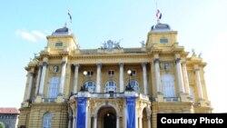 Парчами Иттиҳодияи Аврупо рӯи бинои Театри миллии Хорватия дар шаҳри Загреб