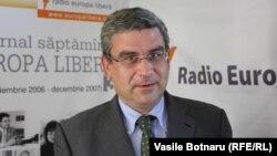 Teodor Baconschi în studioul Europei Libere la Chișinău