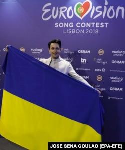 Співак Melovin, який представляє Україну на «Євробаченні-2018», під час прес-конференції в Лісабоні. Португалія, 10 травня 2018 року