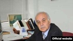 Ege Universiteti türk dili kafedrasının müdiri, professor Əli Yavuz Akpınar