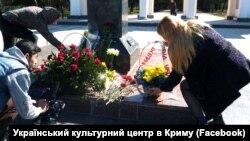 У памятника Тарасу Шевченко в Симферополе. 9 марта 2017 года.