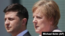German Chancellor Angela Merkel (right) with Ukrainian President Volodymyr Zelensky in Berlin on June 18.