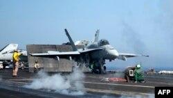 Ամերիկյան ռազմական օդանավերը Միջերկրական ծովում խարսխված ավիակրի վրա, հունիս, 2013թ․