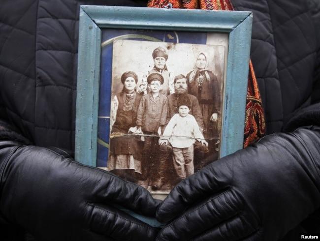 Під час вшанування жертв Голодомору-геноциду 1932–1933 років в Україні. Київ, 26 листопада 2011 року