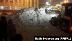 Інтенсивне танення великої маси снігу – наслідок рекордного березневого снігопаду, до якого столична влада виявилася неготовою