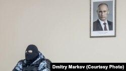 Dmitrij Markov képe, ami a kormányellenes tüntetések szimbóluma lett.