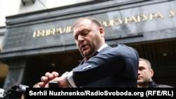 Михайло Добкін біля будівлі Генпрокуратури, 14 липня 2017 року