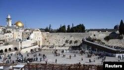 Иерусалимнің ескі бөлігіндегі Әл-Ақса мешіті мен Жоқтау қабырғасы (Көрнекі сурет).