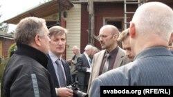 Яраслаў Раманчук з аднапартыйцамі перад пачаткам сустрэчы