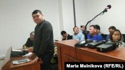 Блогер Айболат Букенов в зале суда. Уральск, 5 декабря 2019 года.