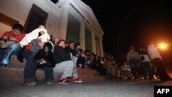 Люди після землетрусу вирішили залишитися на вулиці