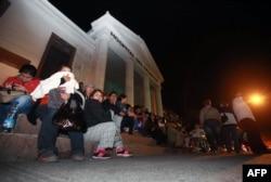 Жители города Антофагаста пережидают тревожную ночь на улице