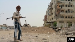 Боец проправительственного отряда в Адене, июль 2015 г.