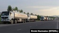 Бишкек-Ош жолундагы унаалар