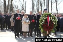 Траурная церемония в Смоленске по случаю 5-й годовщины катастрофы польского президентского самолета. 10 апреля 2015 года